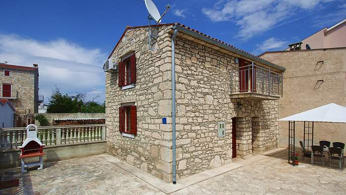 Stone house in Premantura with fenced courtyard with barbecue, 6