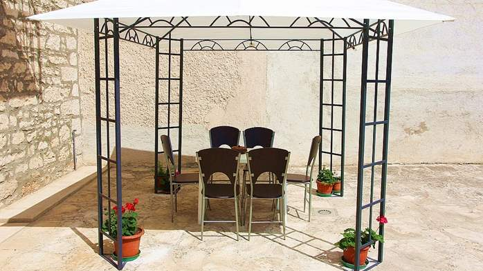 Stone house in Premantura with fenced courtyard with barbecue, 8