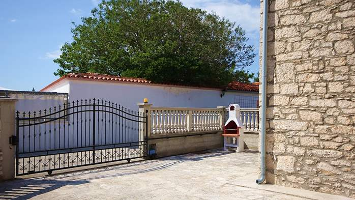 Stone house in Premantura with fenced courtyard with barbecue, 9