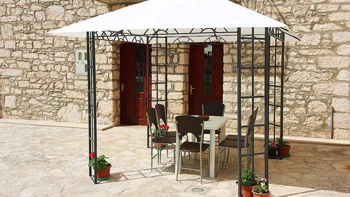 Stone house in Premantura with fenced courtyard with barbecue, 10