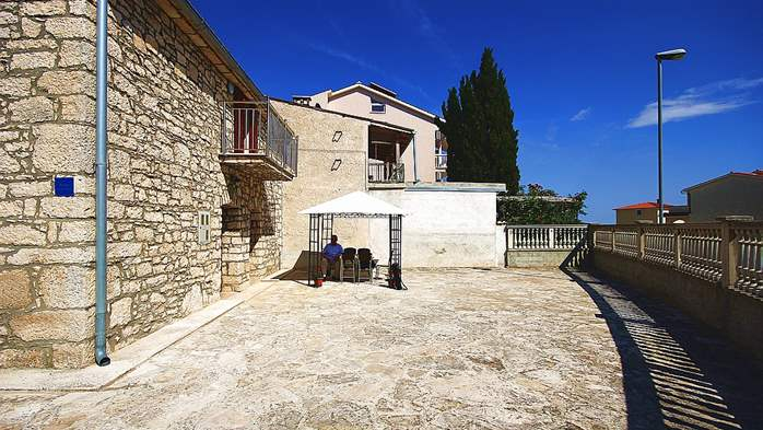 Stone house in Premantura with fenced courtyard with barbecue, 11