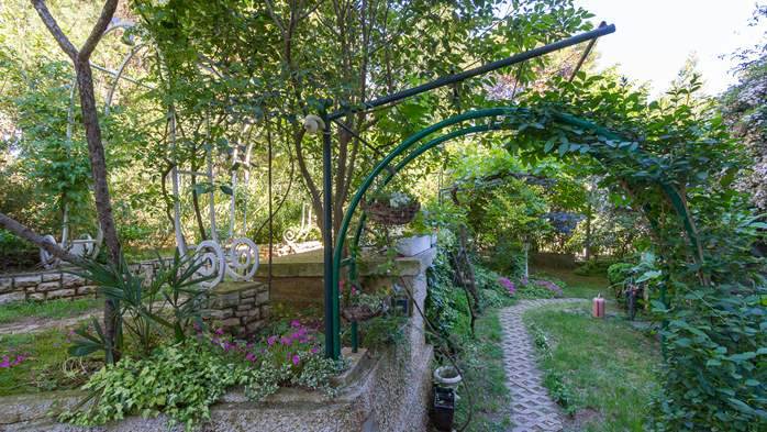 Nice house surrounded by greenery offers accommodation in Pula, 17