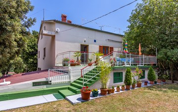 Holiday house with terrace, BBQ and playground for children
