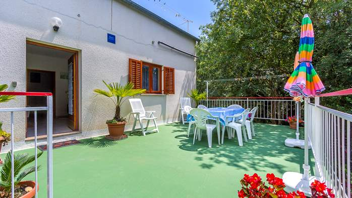 Holiday house with terrace, BBQ and playground for children, 3