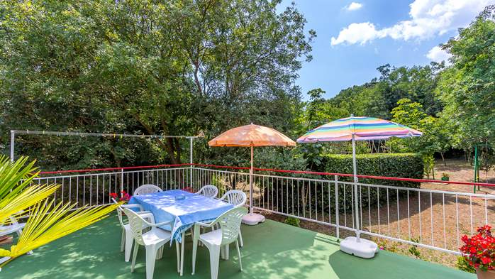 Holiday house with terrace, BBQ and playground for children, 7
