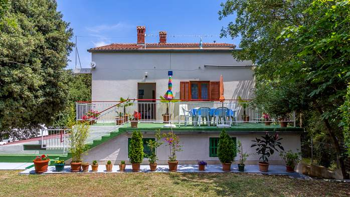 Holiday house with terrace, BBQ and playground for children, 2