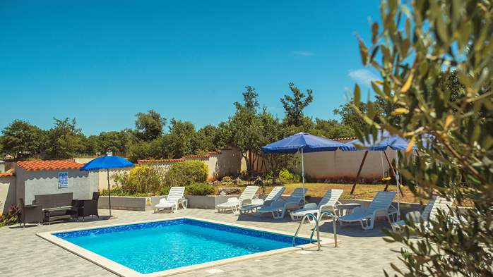 Villa with private pool, decorated in traditional Istrian style, 5