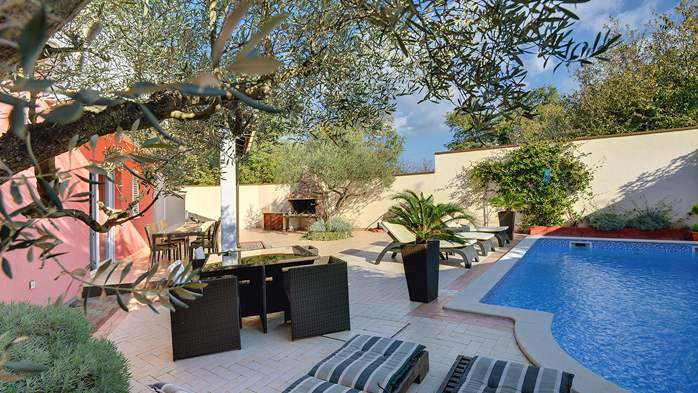 Luxury villa with heated pool, Wi-fi and ping-pong, 4
