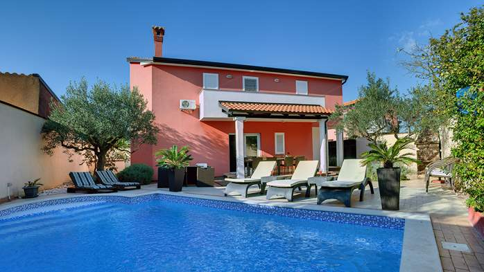 Luxury villa with heated pool, Wi-fi and ping-pong, 3