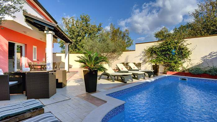 Luxury villa with heated pool, Wi-fi and ping-pong, 8