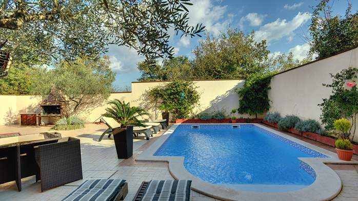 Luxury villa with heated pool, Wi-fi and ping-pong, 9