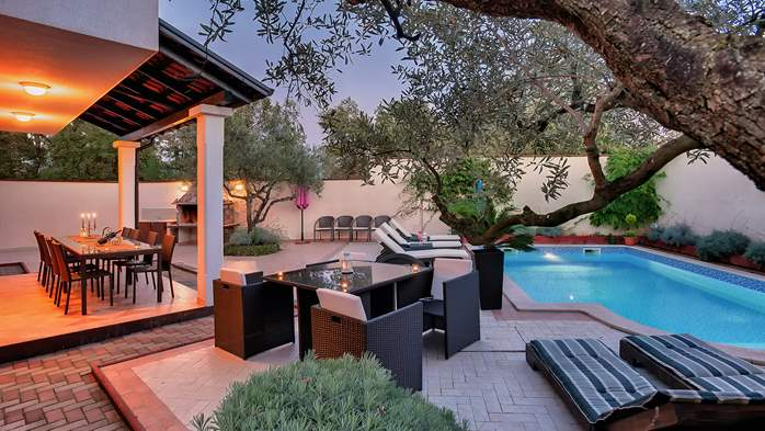 Luxury villa with heated pool, Wi-fi and ping-pong, 2