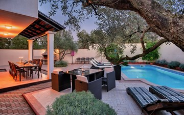 Luxury villa with heated pool, Wi-fi and ping-pong