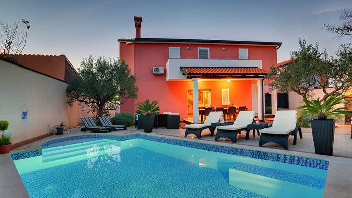 Luxury villa with heated pool, Wi-fi and ping-pong, 1