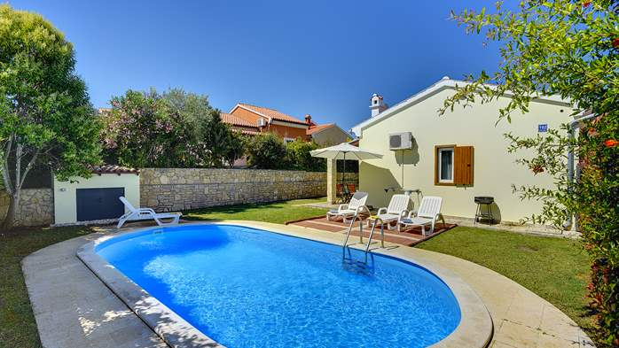 Holiday home with private pool, sun terrace, barbecue in Banjole, 2
