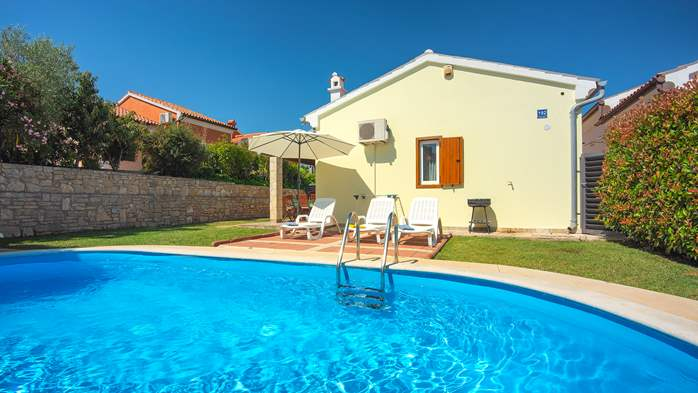 Holiday home with private pool, sun terrace, barbecue in Banjole, 1