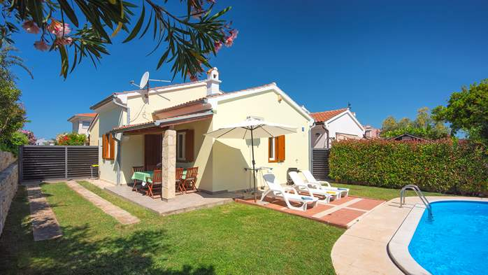 Holiday home with private pool, sun terrace, barbecue in Banjole, 5