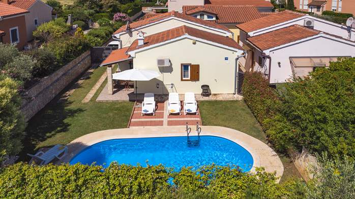 Holiday home with private pool, sun terrace, barbecue in Banjole, 8