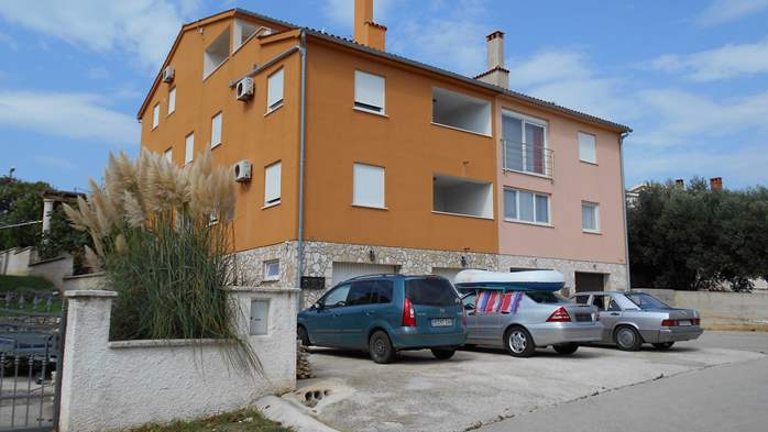Residential building in Ližnjan offers accommodation in apartment, 13
