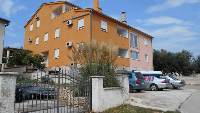 Residential building in Ližnjan offers accommodation in apartment, 14