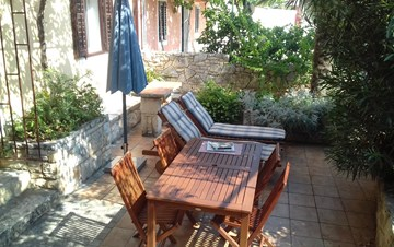 House on two floors in Medulin with private terrace with barbecue