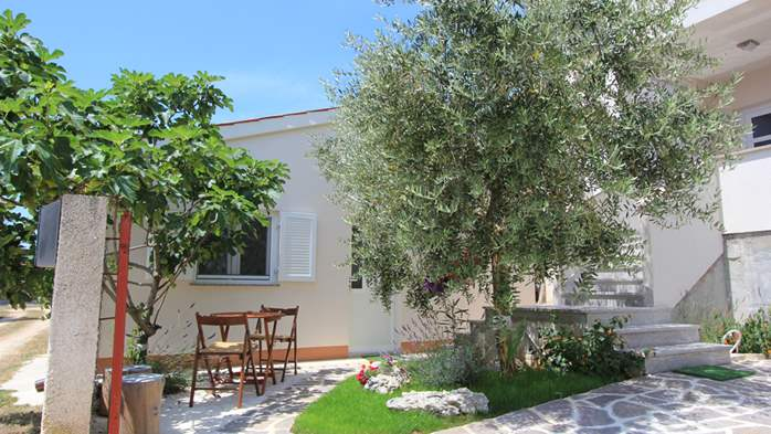 Lovely holiday house in Medulin for 3 persons with nice garden, 3