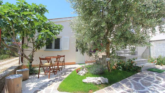 Lovely holiday house in Medulin for 3 persons with nice garden, 1