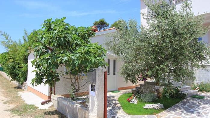 Lovely holiday house in Medulin for 3 persons with nice garden, 6