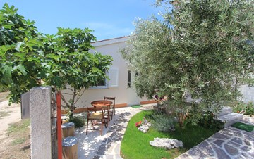 Lovely holiday house in Medulin for 3 persons with nice garden
