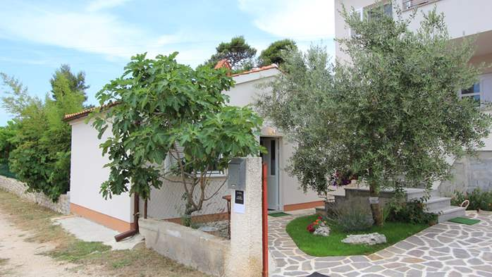 Lovely holiday house in Medulin for 3 persons with nice garden, 2