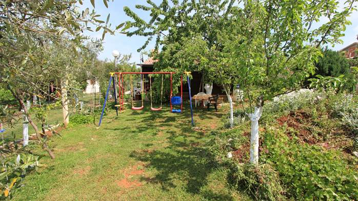 Little charming house surrounded by nature and fruit trees, WiFi, 3