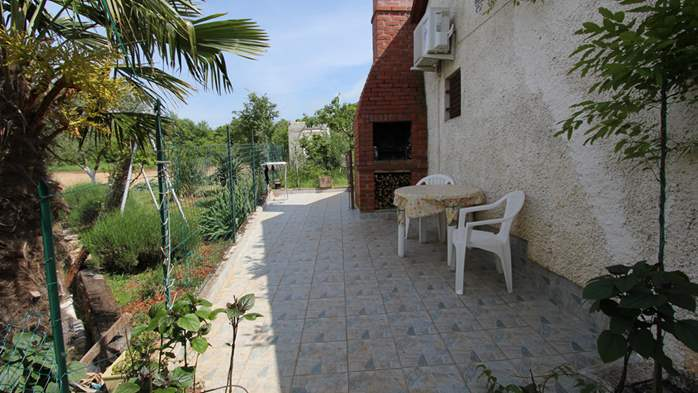 Little charming house surrounded by nature and fruit trees, WiFi, 4