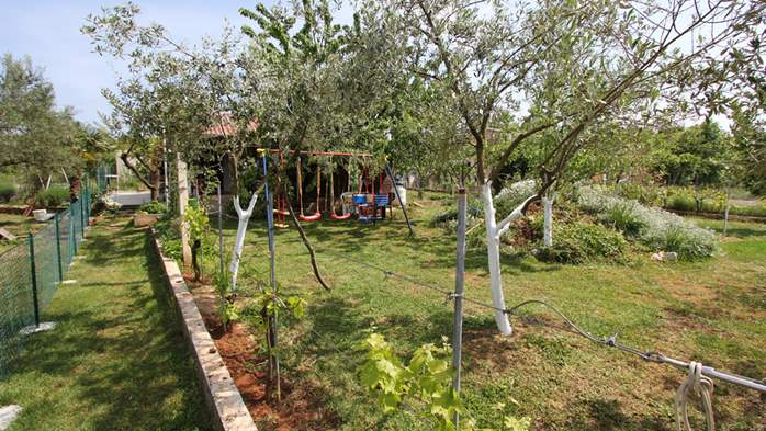 Little charming house surrounded by nature and fruit trees, WiFi, 6
