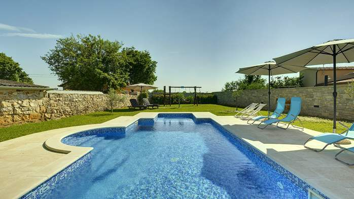 Stone villa with swimming pool, 3 bedrooms, children's playground, 7