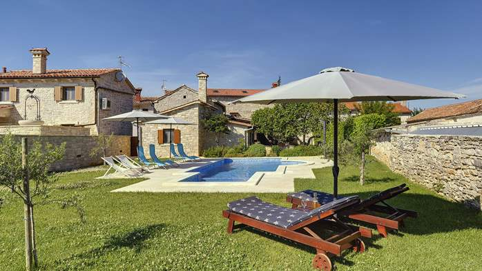 Stone villa with swimming pool, 3 bedrooms, children's playground, 2