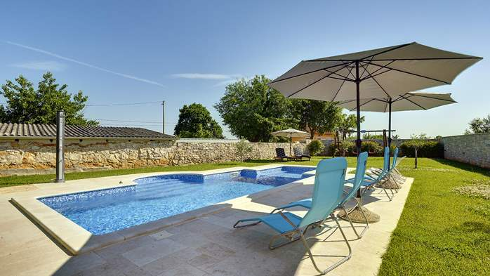 Stone villa with swimming pool, 3 bedrooms, children's playground, 4
