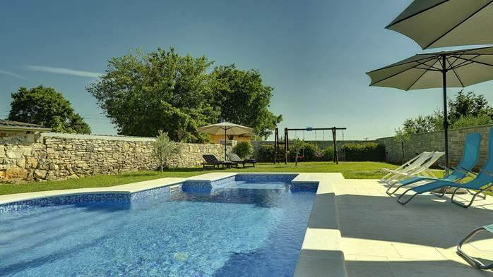 Stone villa with swimming pool, 3 bedrooms, children's playground, 6