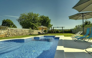 Stone villa with swimming pool, 3 bedrooms, children's playground