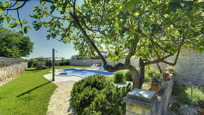 Stone villa with swimming pool, 3 bedrooms, children's playground, 10