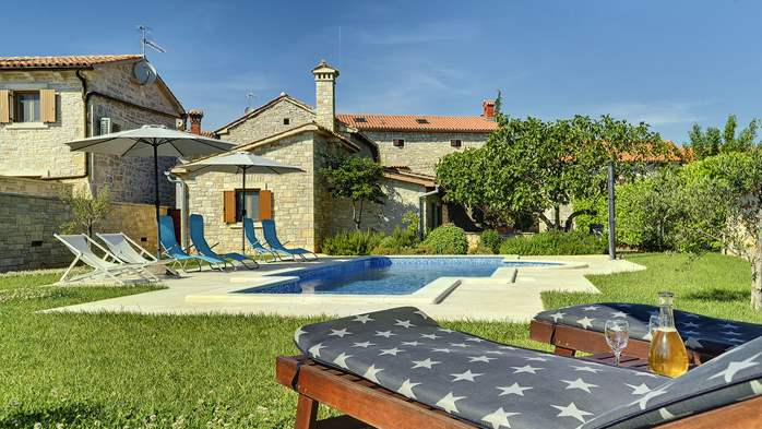 Stone villa with swimming pool, 3 bedrooms, children's playground, 3