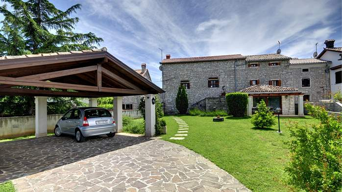 Stone villa with swimming pool, 3 bedrooms, children's playground, 12
