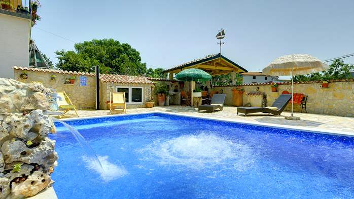Apartments with heated pool, close to the beach, for adults, 10