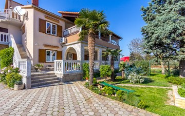 Charming detached house in Medulin presents beautiful apartments