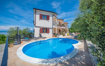 Pleasant accommodation with stunning panoramic view and pool