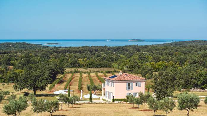 Attractive villa surrounded by olive groves, 1km from the sea, 4