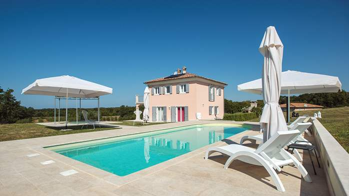 Attractive villa surrounded by olive groves, 1km from the sea, 5