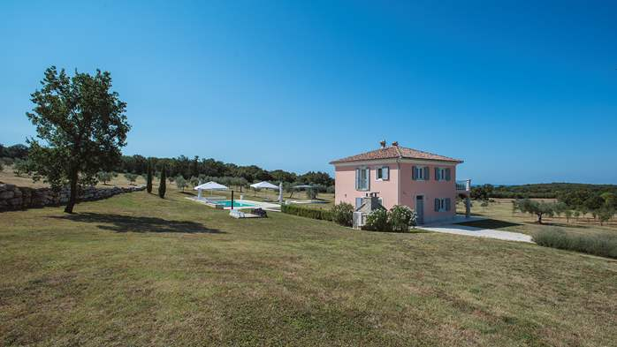 Attractive villa surrounded by olive groves, 1km from the sea, 14