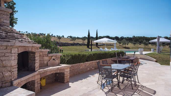 Attractive villa surrounded by olive groves, 1km from the sea, 11