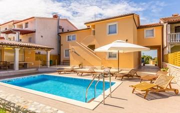 Villa with private pool, terrace, for 16 people, in Štinjan