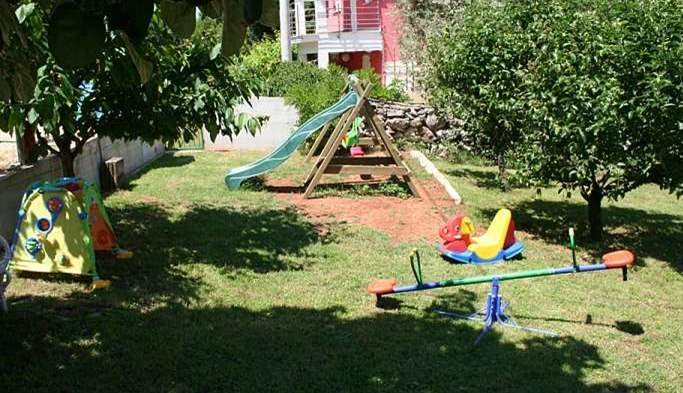 Private house on a quiet location in Banjole with playground, 20